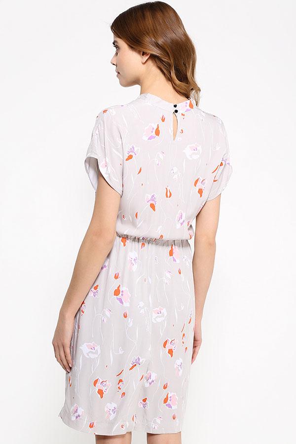 Фото 8 - Платье женское светло-бежевого цвета