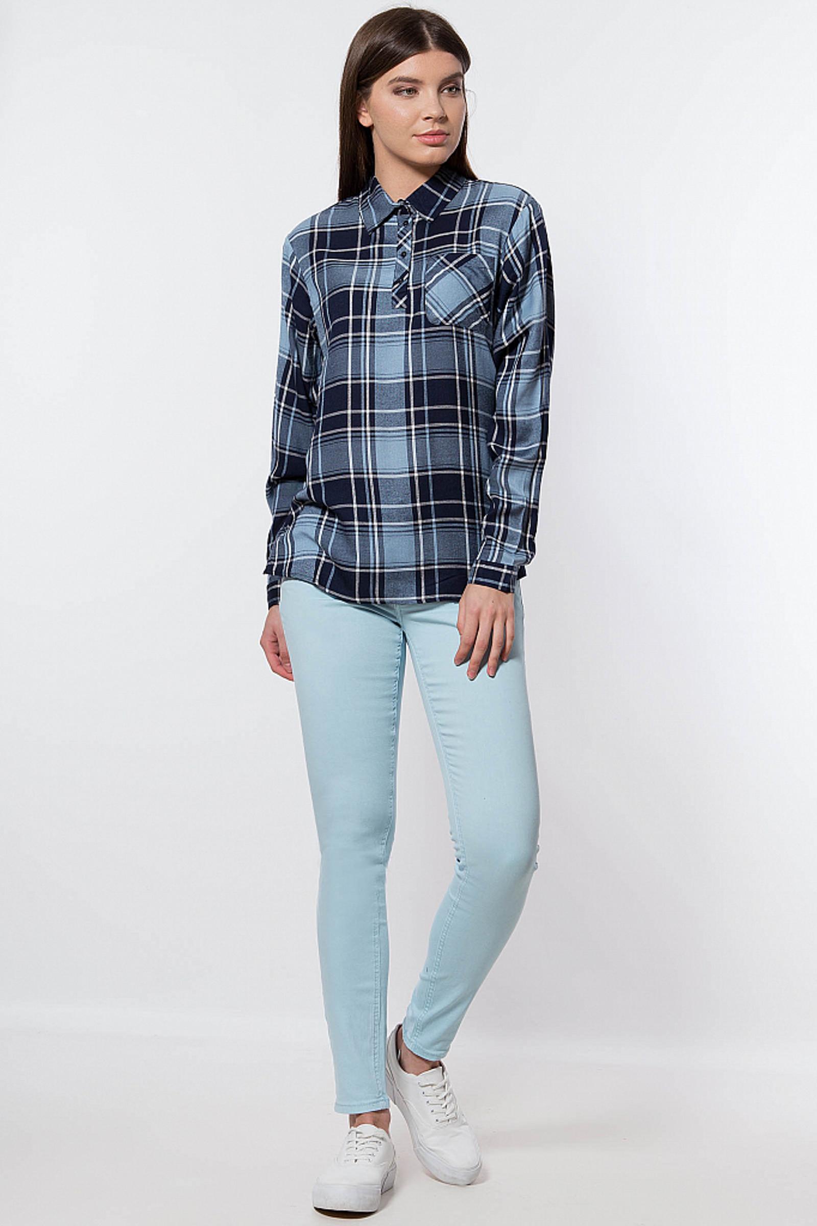 Фото 3 - Джинсы женские светло-голубого цвета