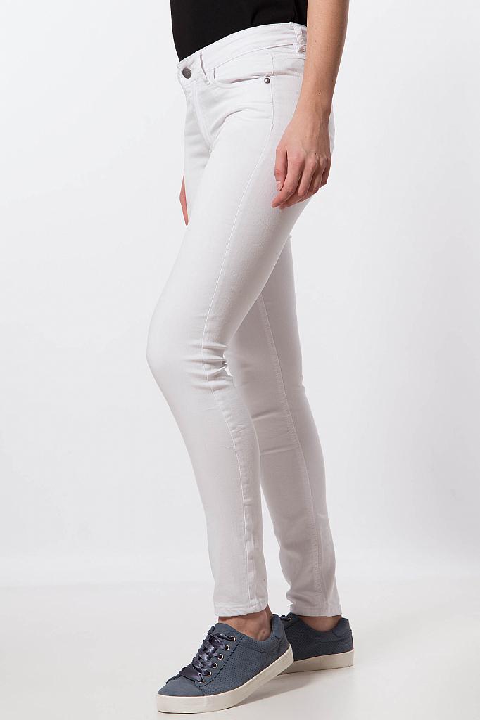 Фото 20 - Джинсы женские белого цвета